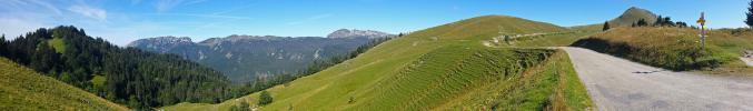Panoramique - Alpages à Charmant Som (La Pinéa depuis Orgeval)