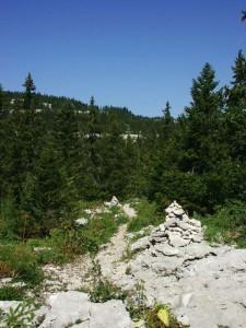 Cairn sur le chemin du gouffre Berger
