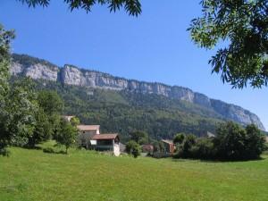 Saint-Julien depuis les champs