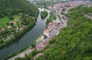 Doubs et ville depuis le chemin de ronde