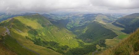 Photo panoramique prise du sommet du Puy Mary en direction de Riom-es-Montagnes