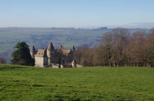 Château depuis la prairie