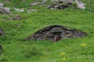 Cabane enterrée