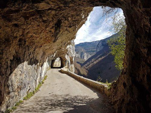 Le Grand Rocher - Route des gorges du Nan